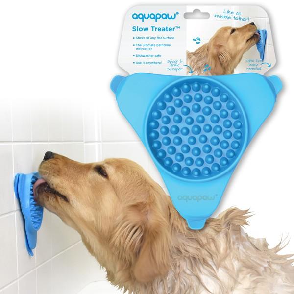 Leckerlie-Spender Slow Treater von aquapaw lenkt deinen Hund beim Duschen ab